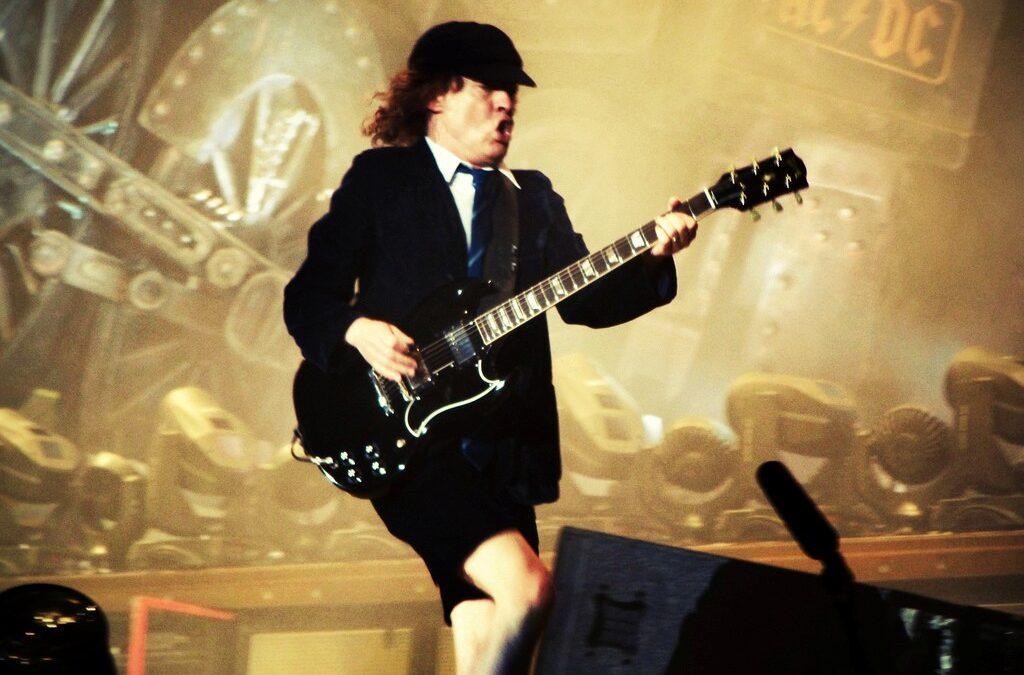 Si en tu negocio no eres como Angus Young, ¡ponte las pilas!