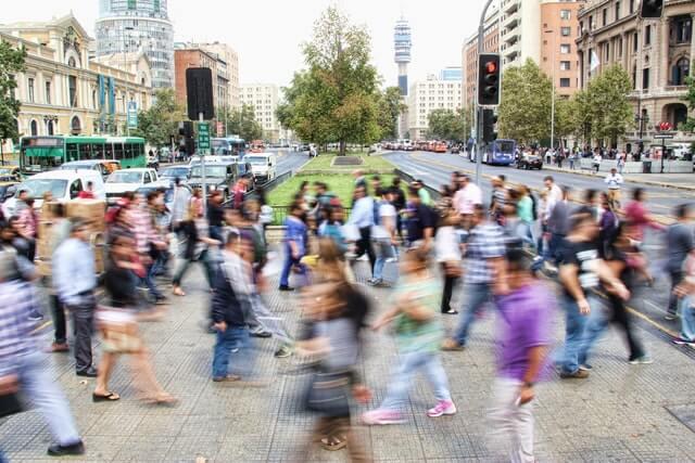 escuchar-consumidor-area-comercial-urbana